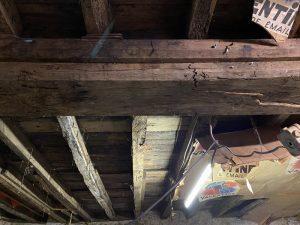 Défaillance structurelle sur plancher bois